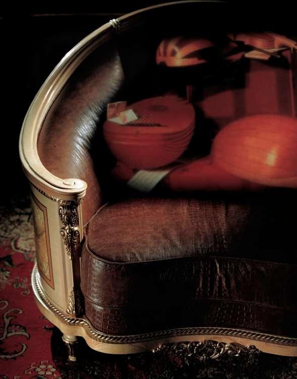 Кожаный диван в классическом стиле Prestige 540