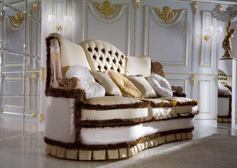 Шикарный диван в классическом стиле из Италии