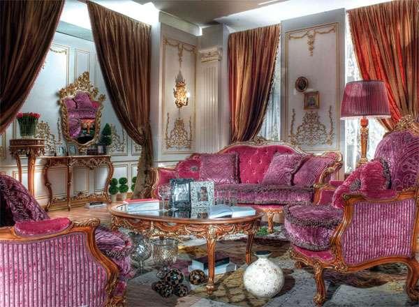 Диван розового цвета в классическом стиле из Италии