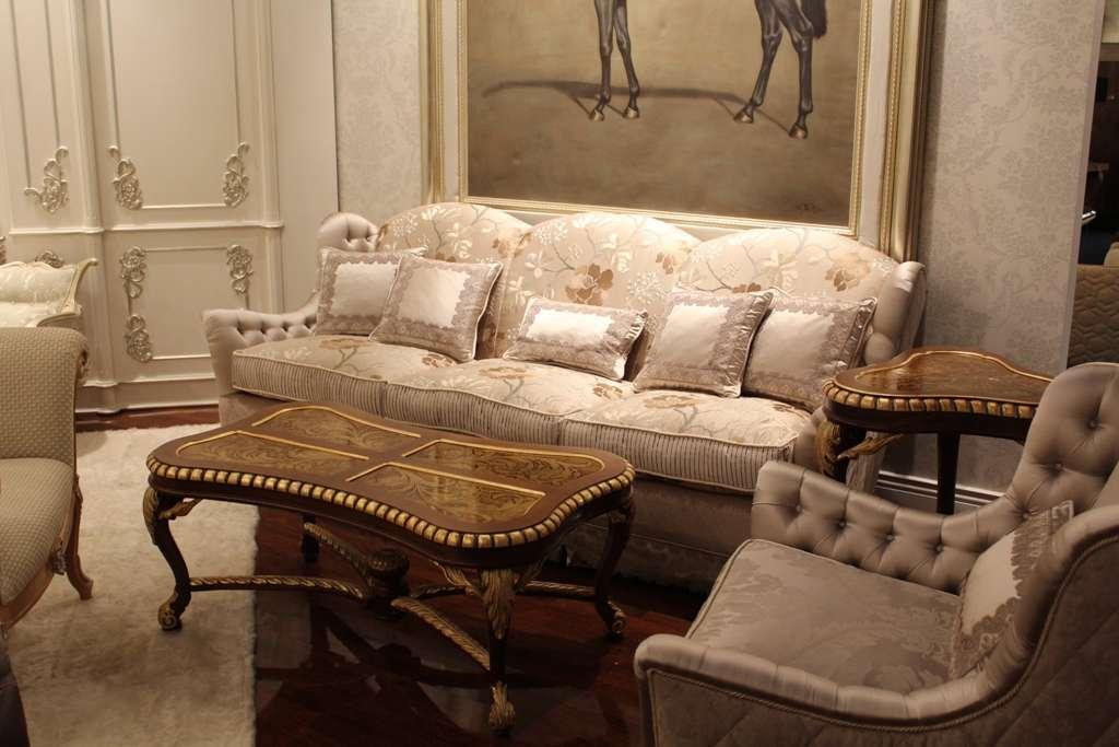 Белый дорогой диван. Италия