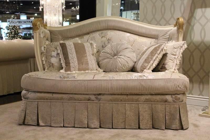 Элитный маленький классический дорогой диван Скарлет