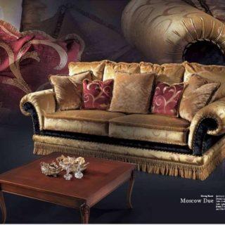 Дорогой классический комплект мягкой мебели Москов в золоте.
