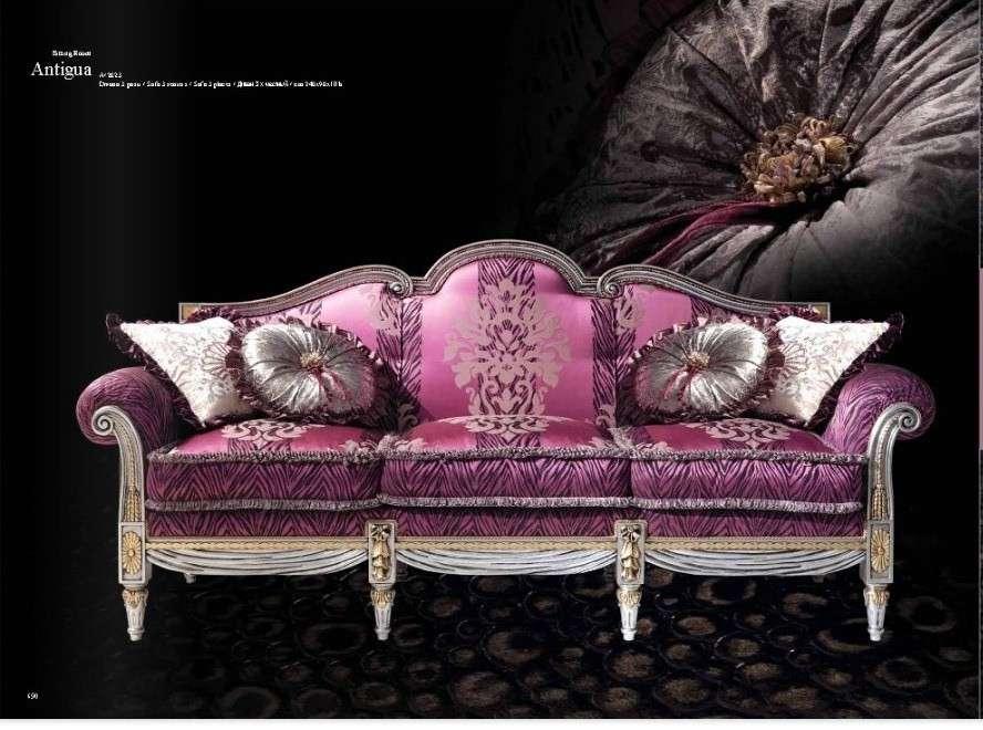 Розовый диван в античном стиле. Италия