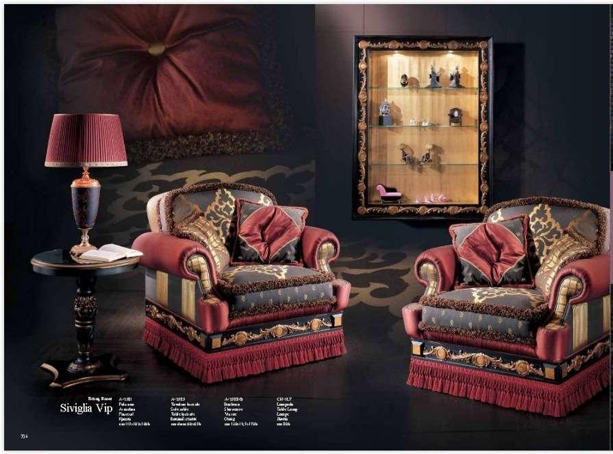 Мягкие кресла в черно-красных тонах Севилья. Италия.