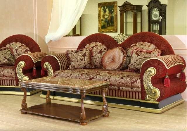 Красный диван Султан с золотой патиной