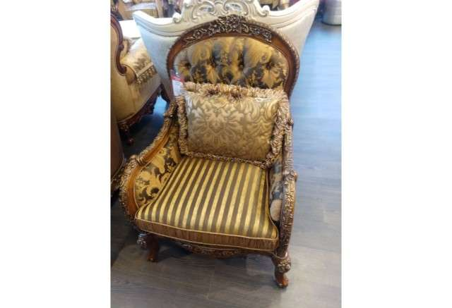 Кресла классические Maestro с деревянными подлокотниками