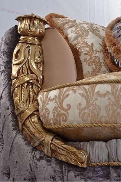 Золотые деревянные части дивана и кресел Аззаро.