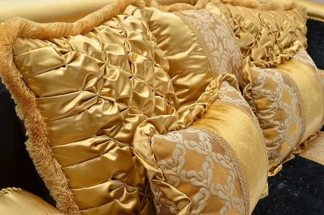 Декоративные мягкие подушки к дивану и креслам Бриони
