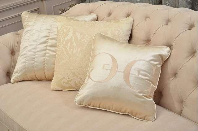 Декоративные подушки светлого дивана Веста