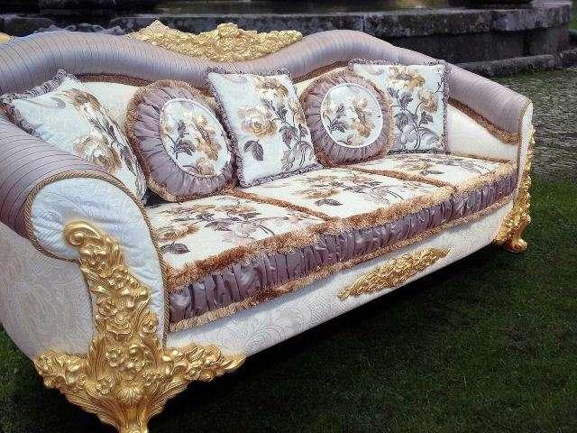 Итальянский дорогой диван Амина в стиле барокко.