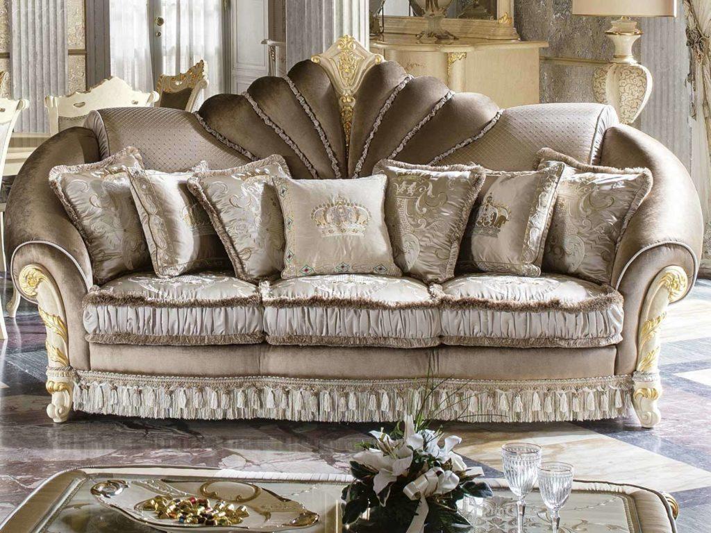 Прямой диван Мадам Роял. Италия.