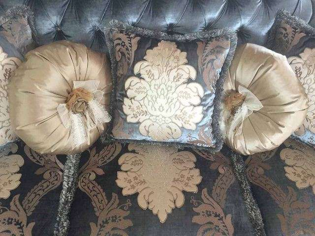 Красивые декоративные подушки Анастасия.