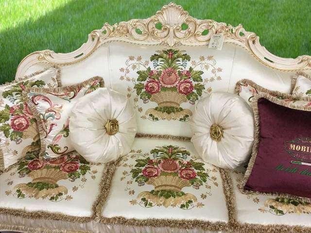 Белый трехместный диван Опера в классическом стиле