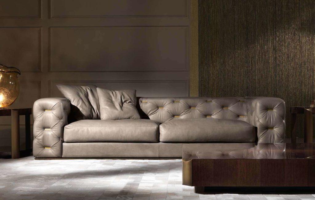 Кожаный диван в стиле капитоне. Италия.