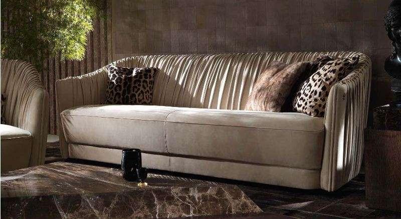 Классический кожаный диван Шарпей.