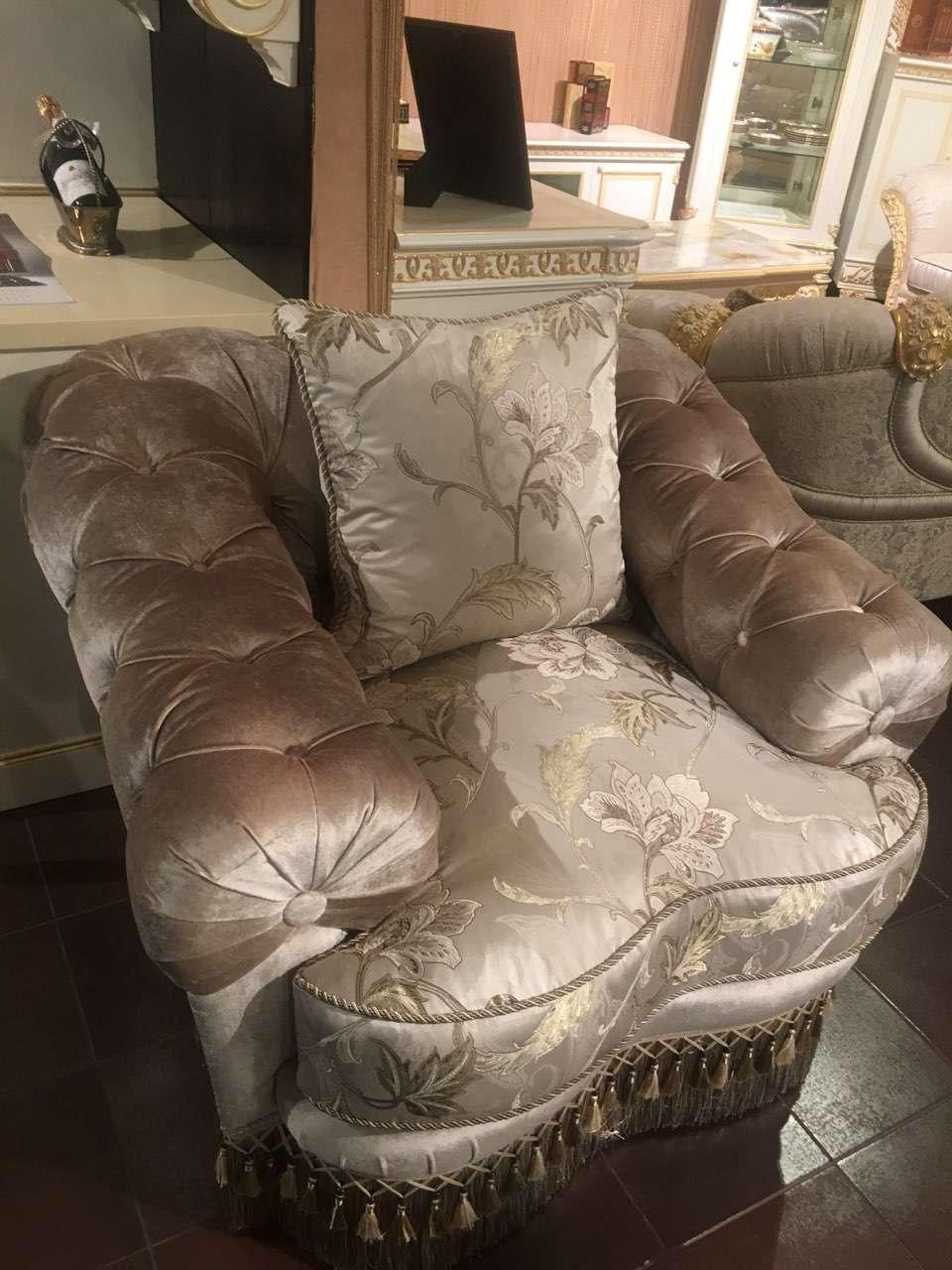 Мягкое кресло EMERALD с отделкой каретная стяжка.
