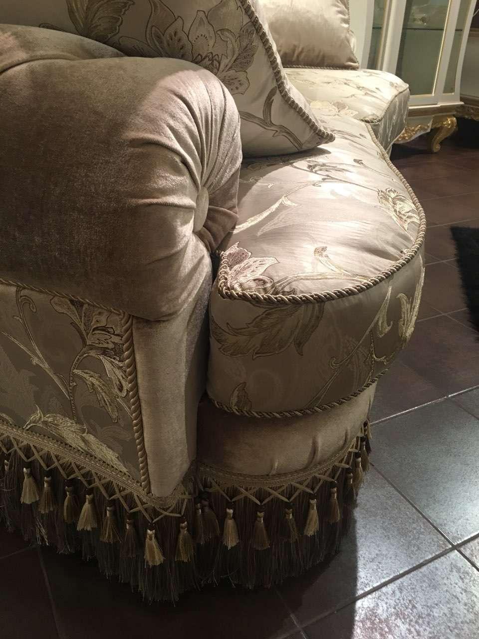 Ткани и отделки дивана Эмералд