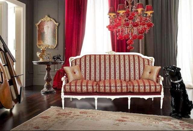 Небольшой классический диванчик Беатриче
