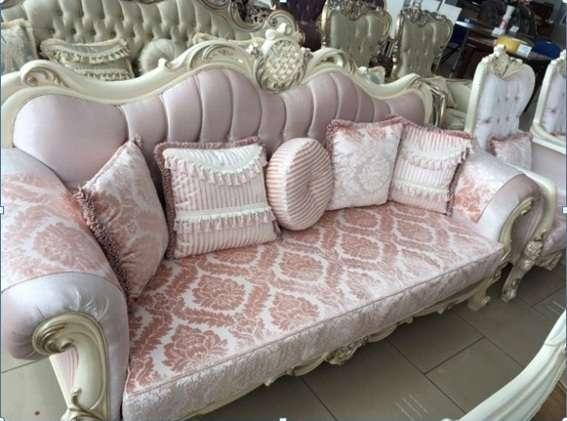Дорогой белый резной диван из массива Кападокия, Малайзия