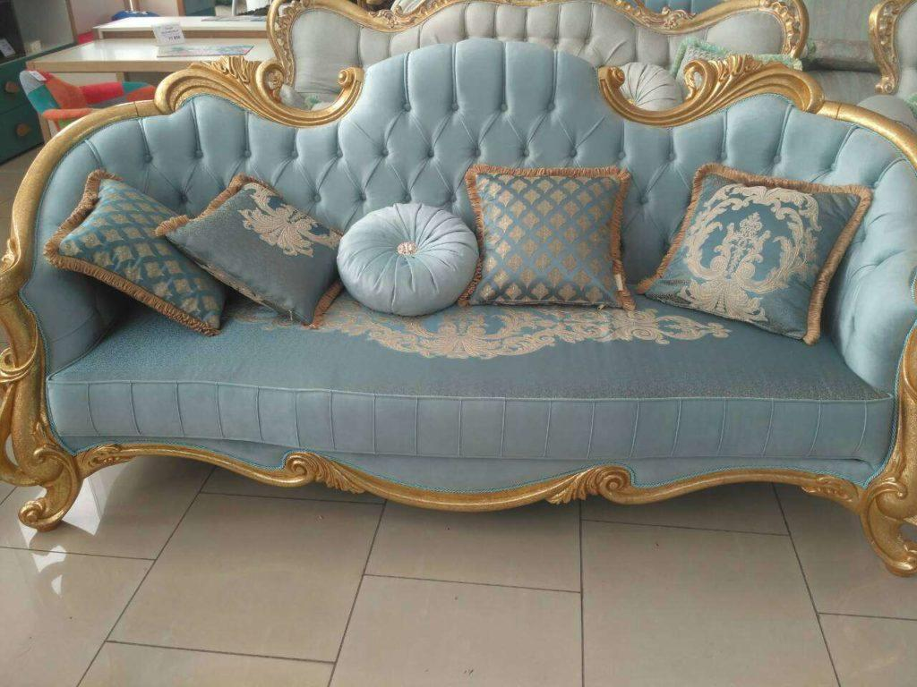 Резной золотой диван в голубых тканях Седефа