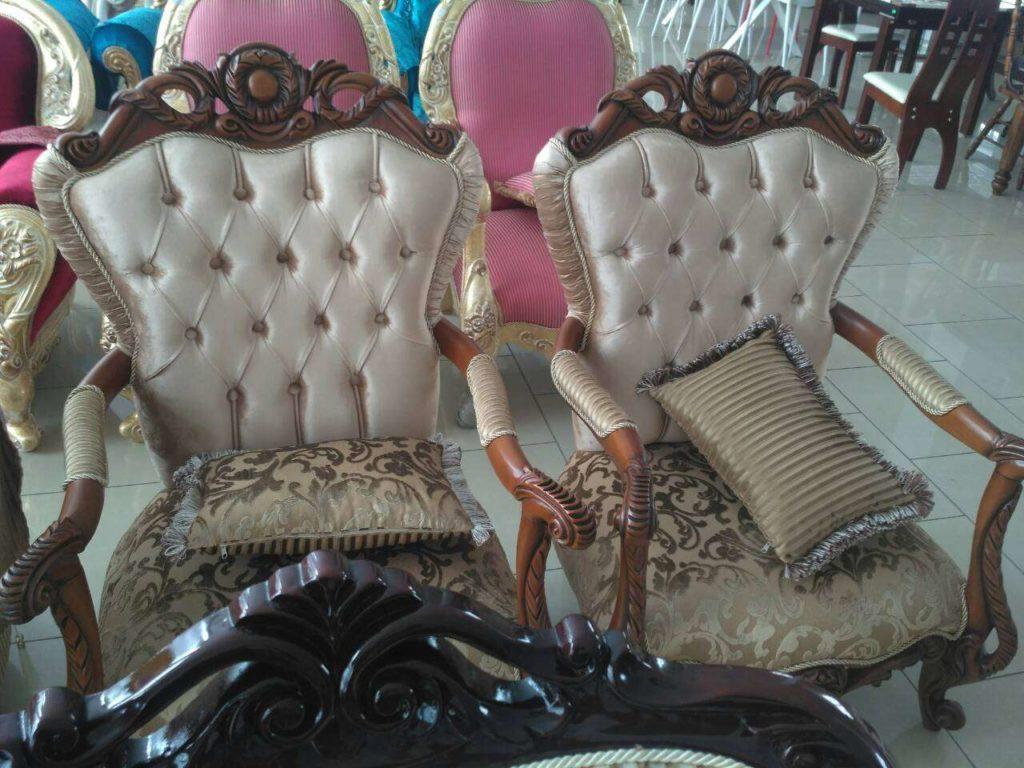 Классические резные кресла Караса