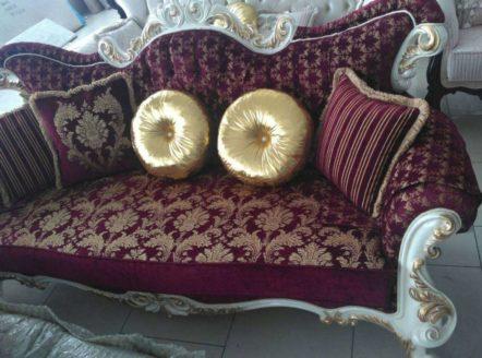 Бордовый диван с золотом Лара в восточном стиле
