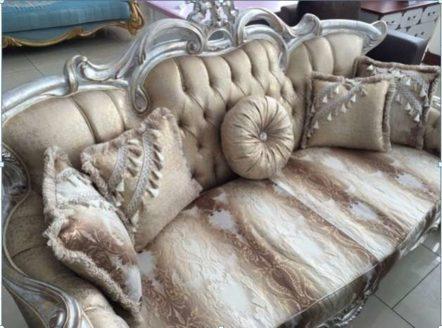 Дорогой классический диван в бежевых тонах с эффектом старины Басака, Малайзия