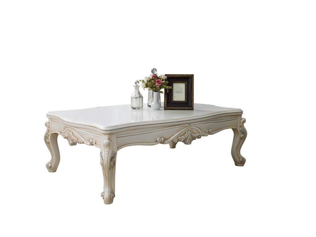 Белый журнальный столик в стиле барокко