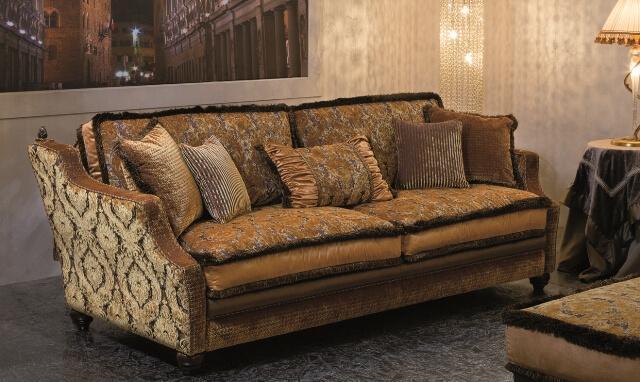 Классический дорогой диван от итальянской фабрики